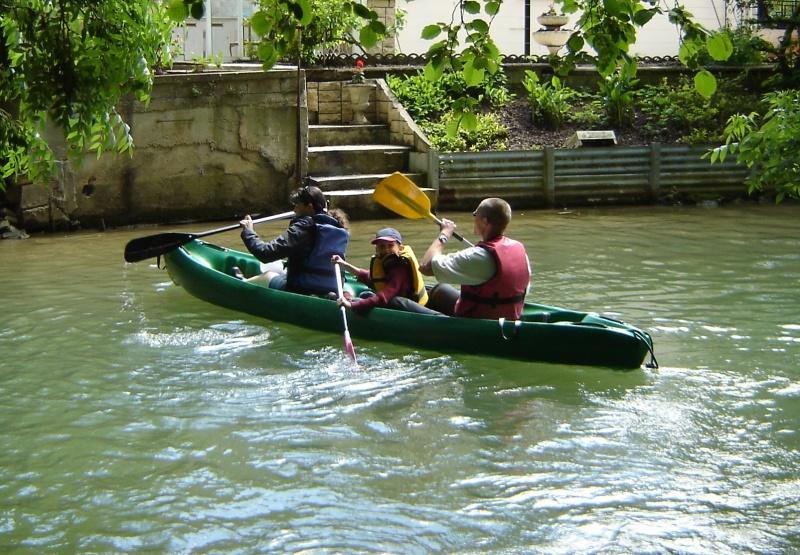 [JPG] Location canoe